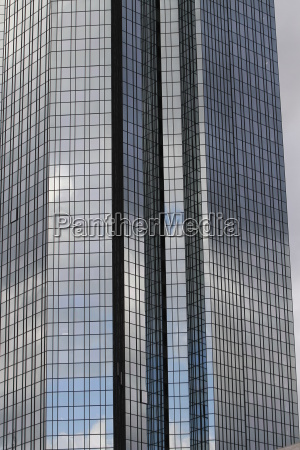 glasfassade eines wolkenkratzers