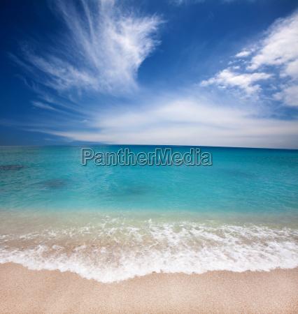 schoener strand und sommerzeit