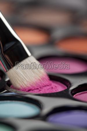 lidschatten set mit make up pinsel