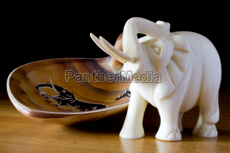 holz afrika elefant elfenbein stosszahn verzierung