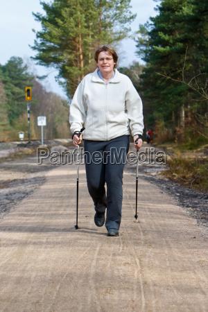 nordic walking im fruehjahr