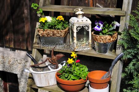 flowerpots hut