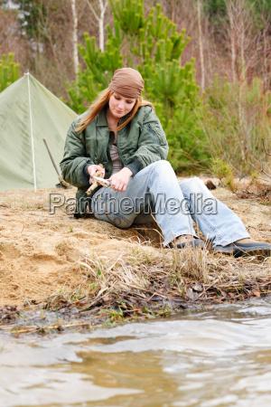 camping frau zelt natur schnitt stock