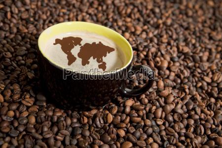 taza de cafe en granos de