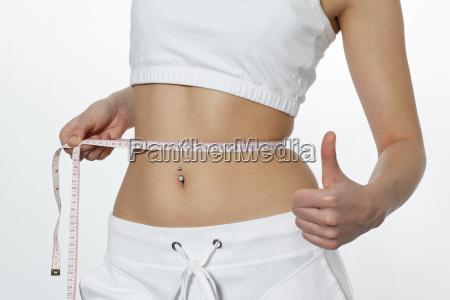 frau verlieren mass messen gewicht vermessen