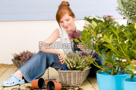 frau garten blume pflanze terrasse gewaechse