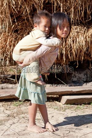 asiatische kinder in armut