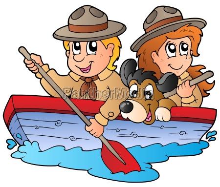 holzboot mit scout jungen und maedchen