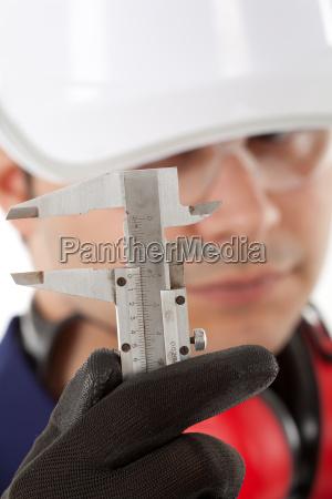 industrie praezision ingenieur arbeiter lohnarbeiter werktaetiger