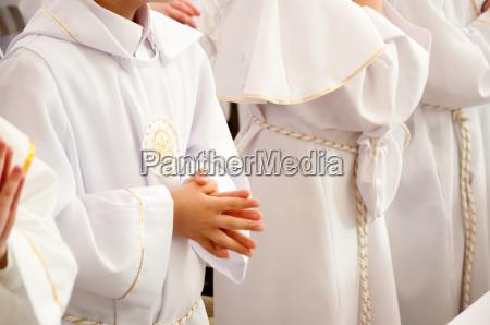 kinder die erste heilige kommunion zu