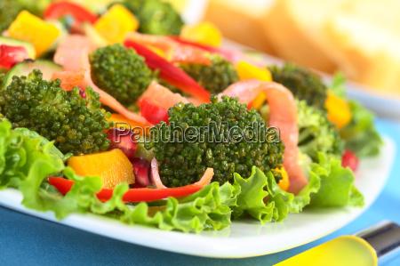frischer brokkoli salat