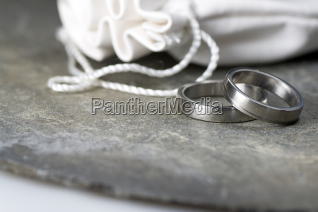 wedding rings with leather bag