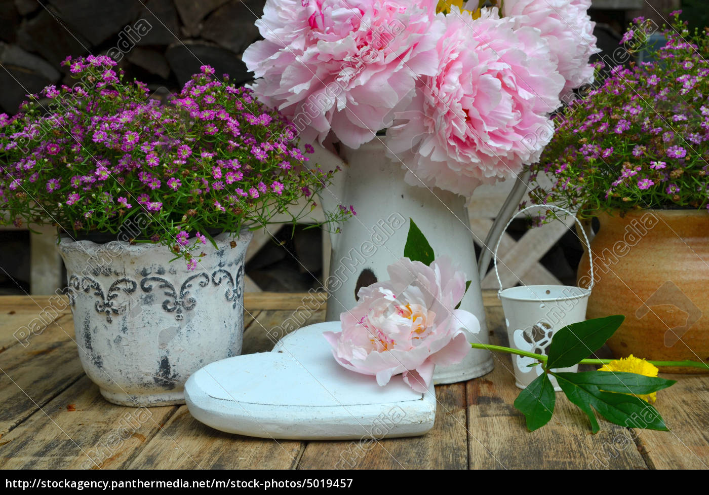 Dekoration Tisch.Lizenzfreies Bild 5019457 Garten Dekoration Tisch Blumen