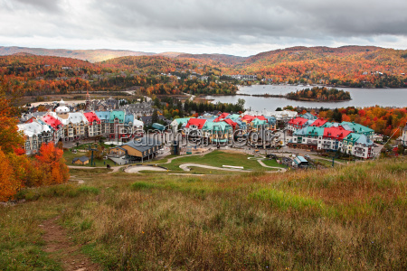 fall farben in mont tremblant quebec