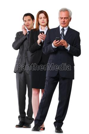zwei geschaeftsleute und eine geschaeftsfrau mit