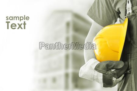 operaio con la costruzione offuscata in