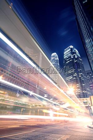megacity highway in der nacht mit