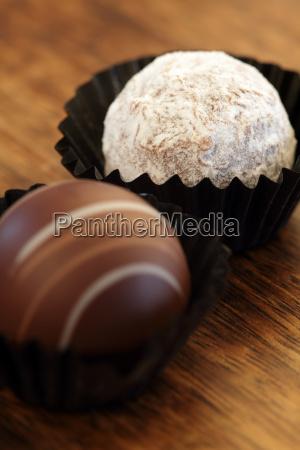 zwei schokoladentrueffel