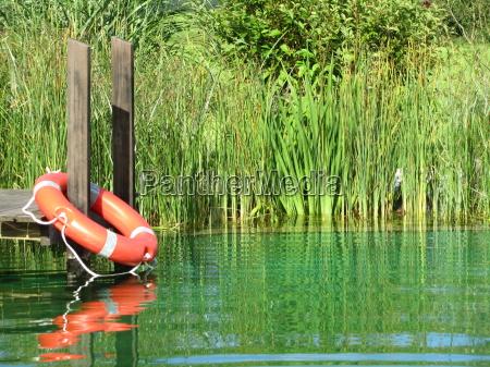 rettungsreifen am badeteich