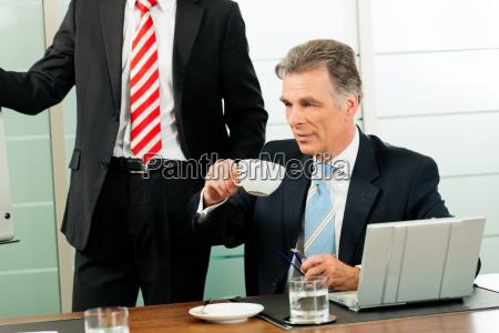 senior manager oder chef in einem