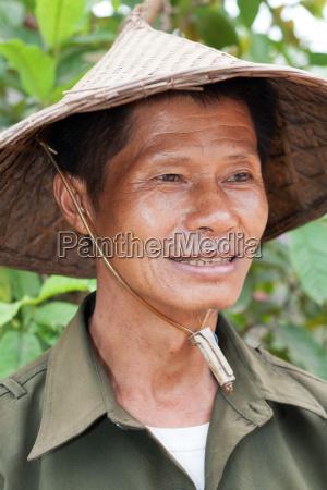 portrait freundlicher asiate
