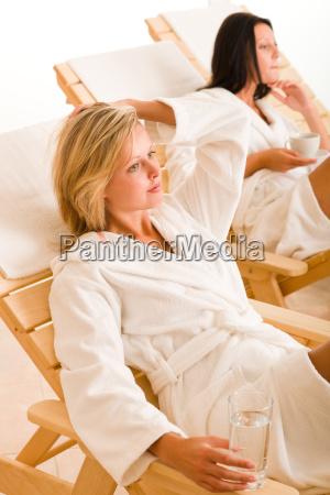 relax luxus spa beauty frauen erfrischungen