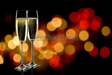 zwei glaeser champagner