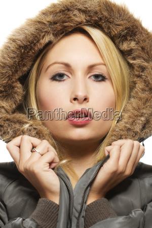 fashion portrait einer schoenen blonden frau