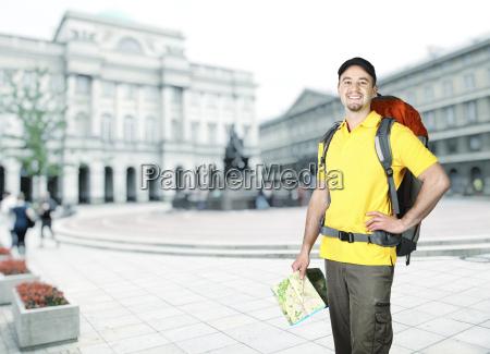fahrt reisen reisende rucksacktourist klein junge
