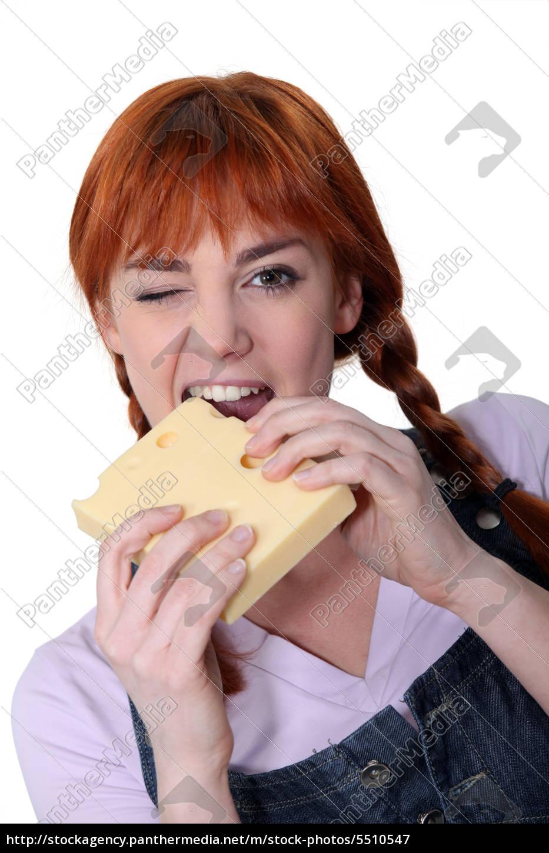 frau, beisst, in, block, von, käse - 5510547