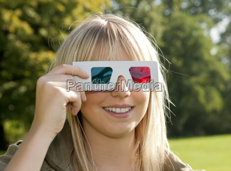 young woman lmit 3d glasses