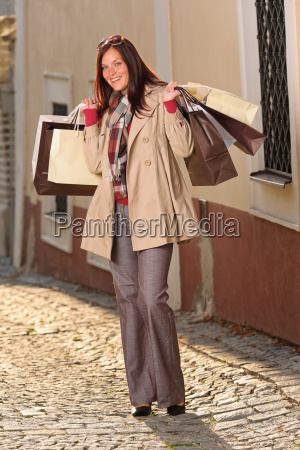 herbst outfit shopping frau elegant mit