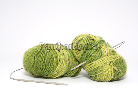 wool with knitting needle 1