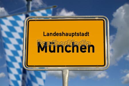 deutsches ortsschild landeshauptstadt muenchen