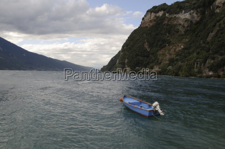 boat on lake garda
