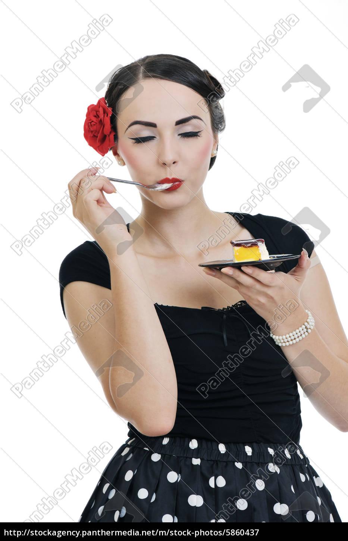 schöne, junge, frau, isst, süße, kuchen - 5860437
