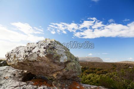felsenlandschaft und weite steppe