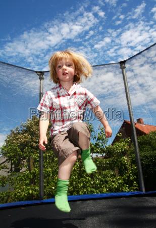 kinderspringen trampolin