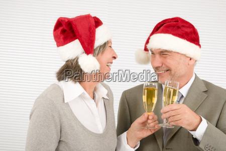 xmas business toast senior kollegen haben