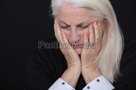 eine traurige alte dame