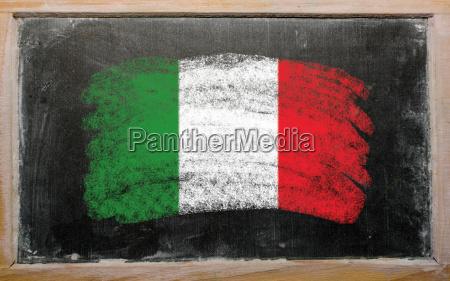 flagge von italien auf tafel gemalt