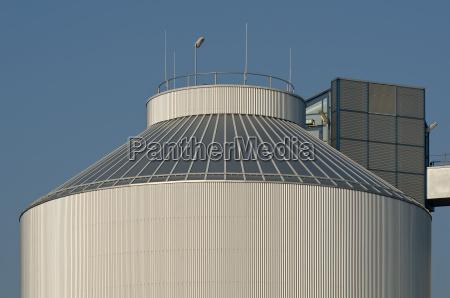 detail eines silos einer industrieanlage