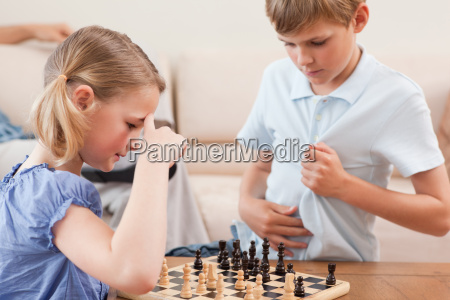 geschwister spielen schach