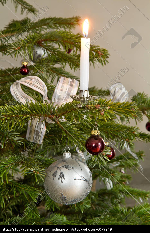 Christbaumschmuck Mit Kerze Als Weihnachtsmotiv Lizenzfreies Bild