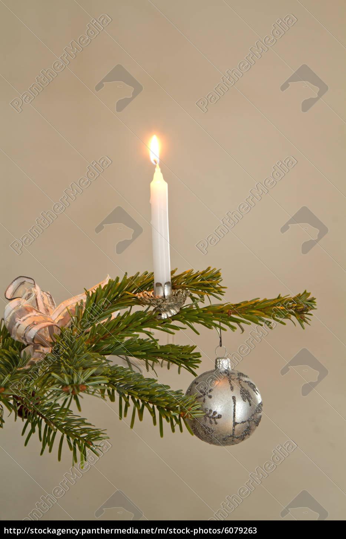 Christbaumschmuck Mit Kerze Als Weihnachtsmotiv Stockfoto