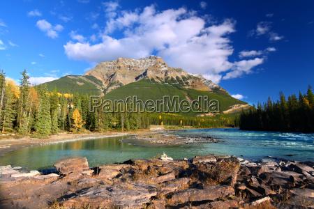 athabasca river und mount kerkeslin