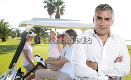 golf senior golfer mann portraet in