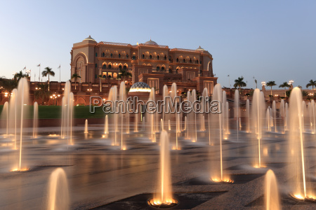 fontaene hotel brunnen springbrunnen baustil architektur