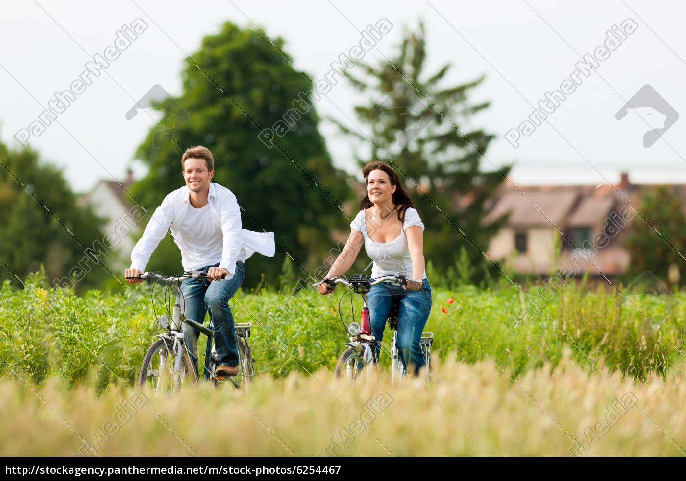 mann, und, frau, fahren, fahrrad, im - 6254467