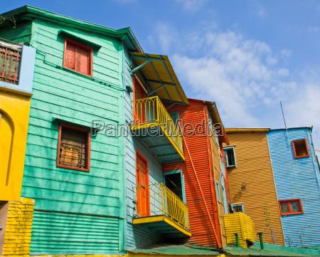 casas coloridas en la boca